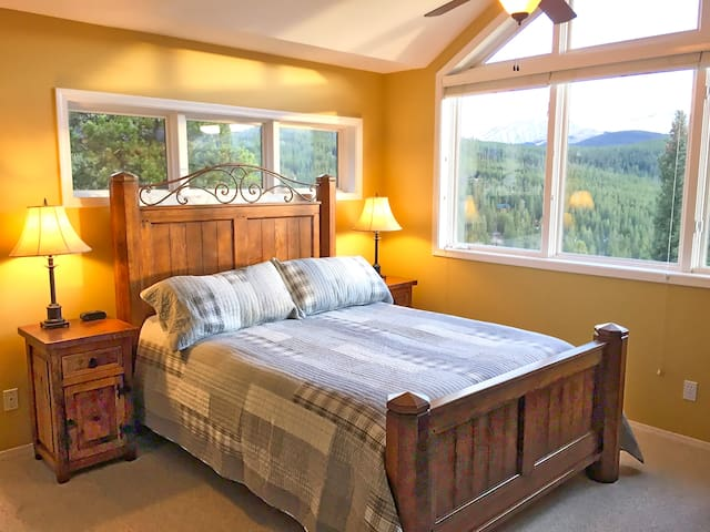 Master Bedroom. AMAZING views. Access to hot tub.