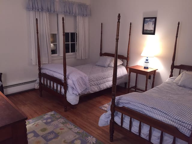 Bright sunny room in Kennebunkport