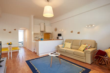 Cozy flat 10 min walk to the beach! - 欧利亚斯 - 公寓