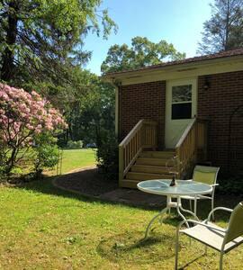 Magnolia Drive Refuge, safe and comfortable home