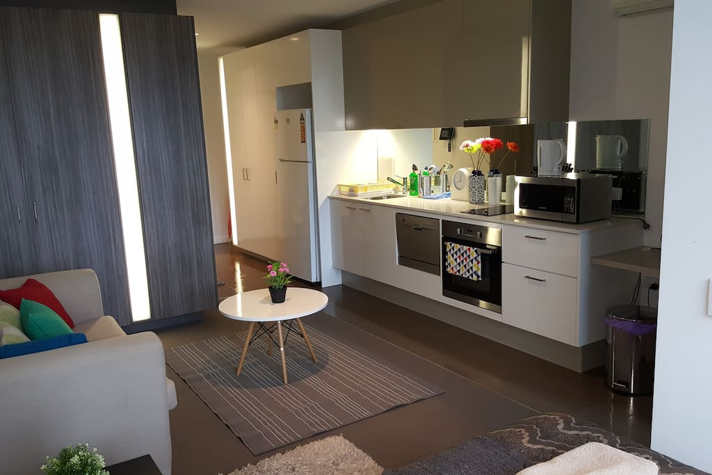 Central cbd studio furnished in a great location for Furnished studio rent melbourne