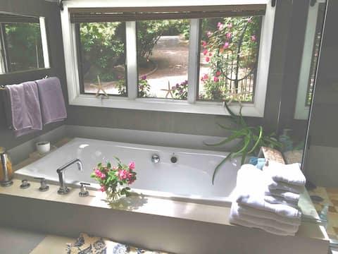 Beautiful home in New Seabury Close to beach-