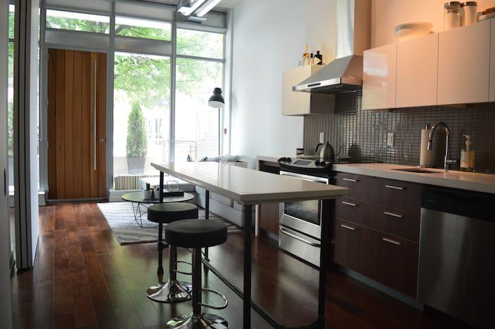 Unique downtown space (6 month rental available) - Ottawa - Condominio