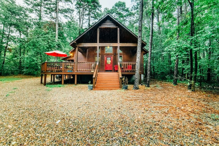Second Chance Cabin located in Timber Creek Trails Just Minutes away From Shuck Me, Mt, Fork Brewery, Okie Girls Coffee and Much more.This luxury 2 Bedroom Cabin makes you feel tucked away in the towering pines surrounding you.