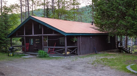 Chalet with Loft on the Water - Sleeps 14+! DR