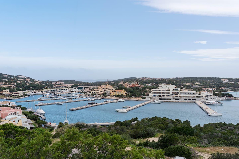 Vista del magnifico Porto di Porto Cervo Marina.