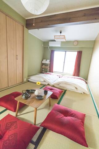Please Relax on Tatami Floor and Feel Very Japanese Atmosphere in this Bright Room