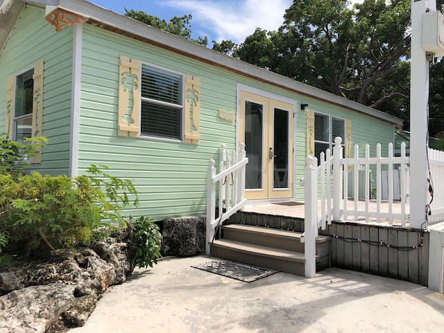 Beachfront Key Largo Cottage! Amazing water views!