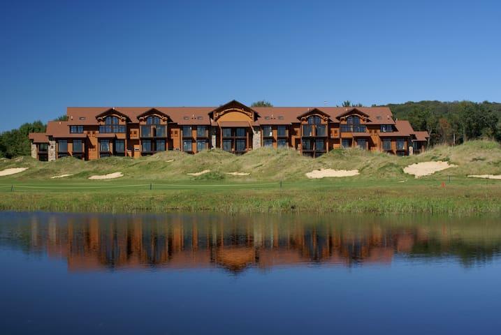 Loft Villa for 8 Guests + Waterpark Passes FREE!