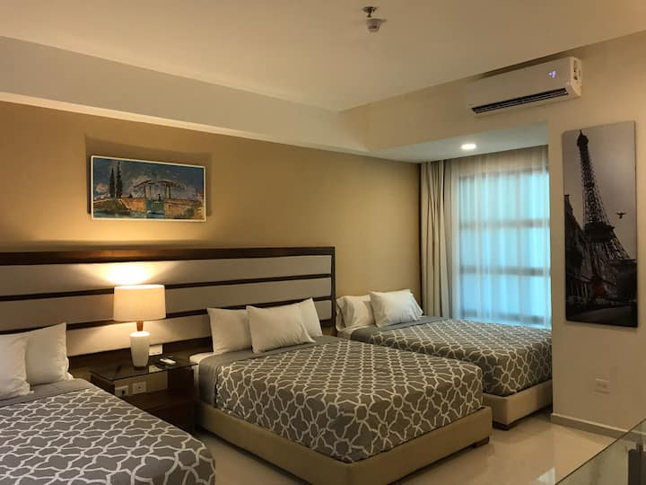 Espaciosa habitación privada cerca del aeropuerto