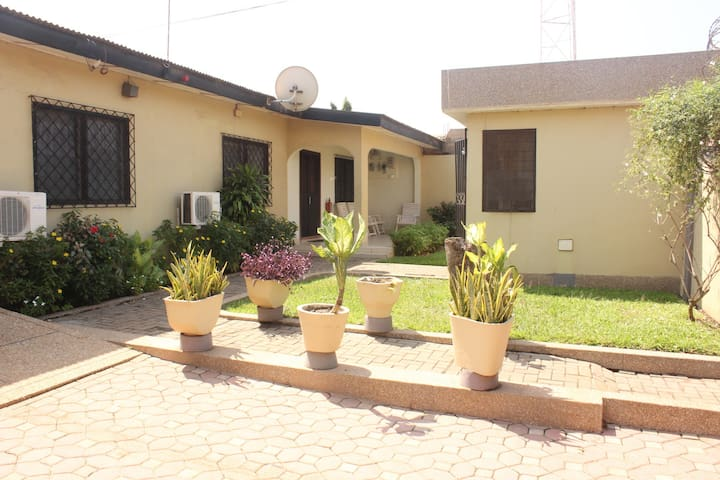 Amazing 3 bed with parking - Accra - Huis