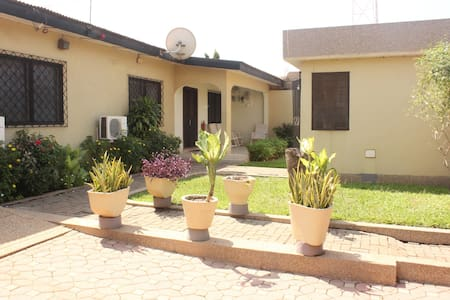 Amazing 3 bed with parking - Accra