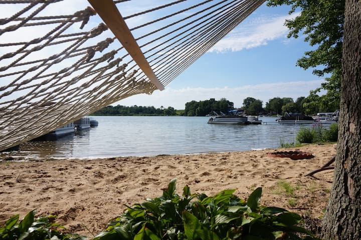 Beach Cottage on Hutchins Lake!