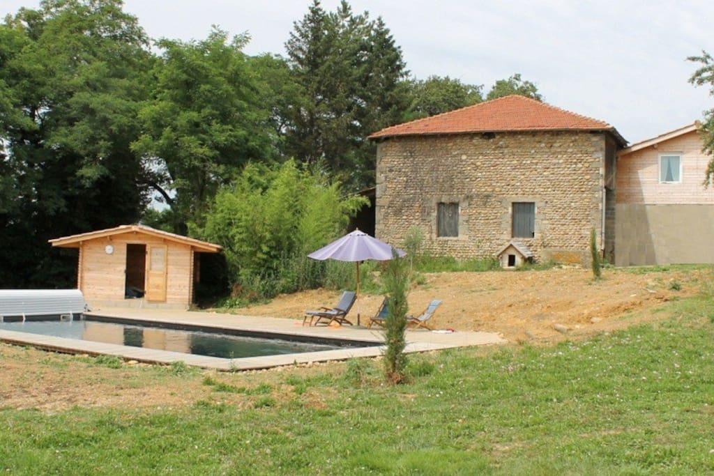 Gite de charme avec piscine earth houses for rent in for Auvergne gites avec piscine