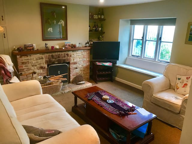 Charming country cottage with garden nr Oxford