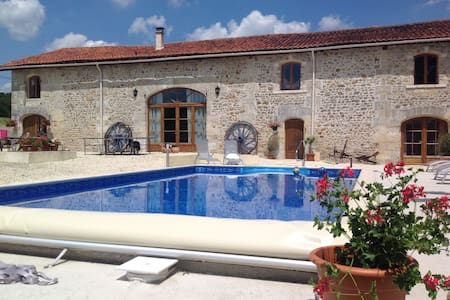 La Grange - B+B apartment and pool - Yviers - Bed & Breakfast