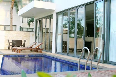 Ocean Villa 2 bedroom - private pool - Da Nang