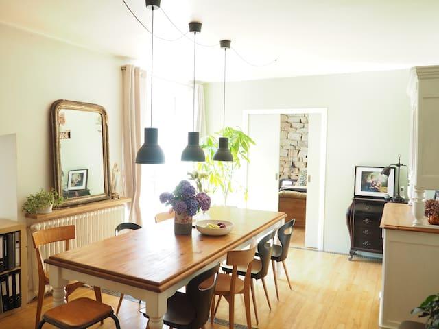 maison de bourg - jardin, calme et proximité - Plonéour-Lanvern - House