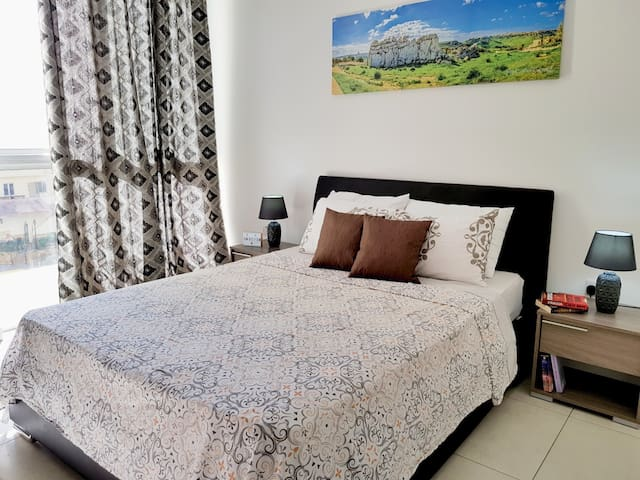 Room In Modern Apartment w/Private Bathroom!! 2
