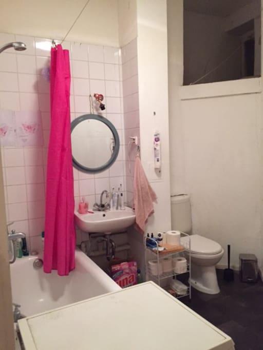 das Badezimmer   the bathroom   le sale de bain