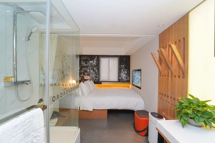 外滩豪华设计师精装大床房