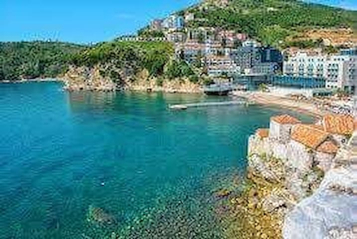 In the center of Budva for 3 person (can be for 2)