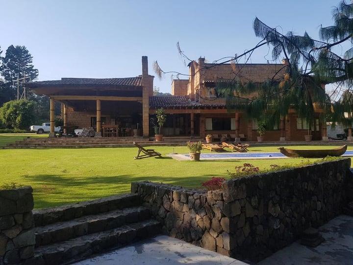 Acogedor Rancho de 1 Hectárea En Valle de Bravo
