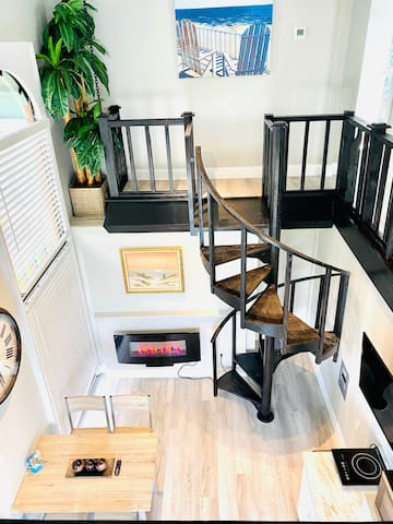 2 Story Penthouse for 6, Kichen, 3 TV, 2Bed, Couch