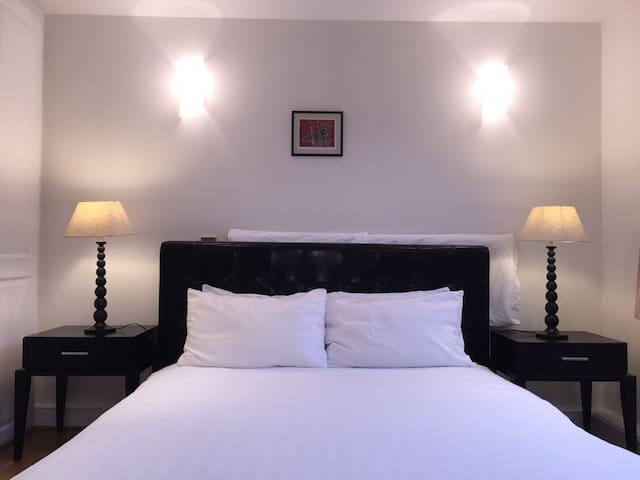 Central Oxford Circus flat (2 min), high standard