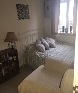Small double room in Mews house - Borough Green