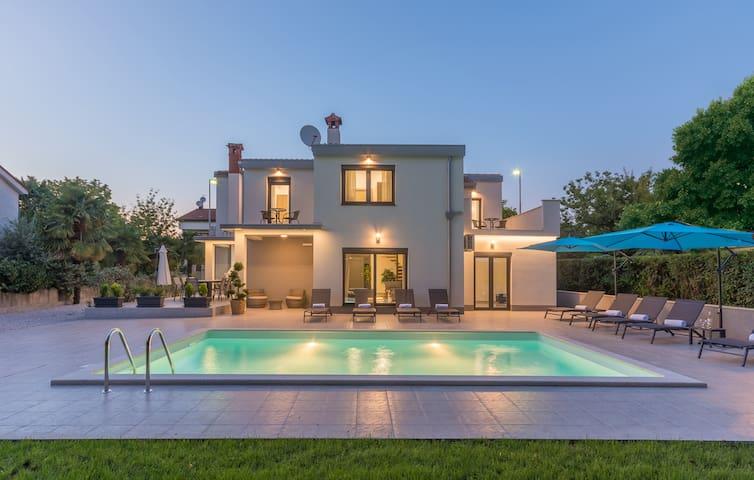 Villa Romi M