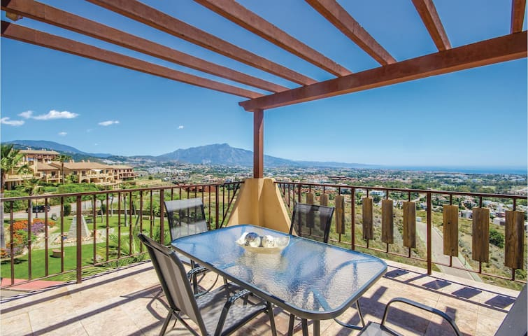 Holiday apartment with 2 bedrooms on 107m² in Benahavis