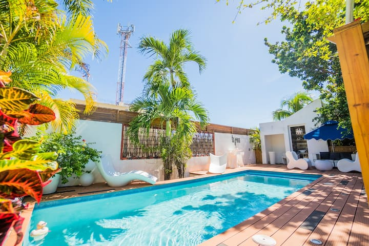DOWNTOWN 3-BEDROOM VILLA PRIVATE POOL + JACUZZI ✔️