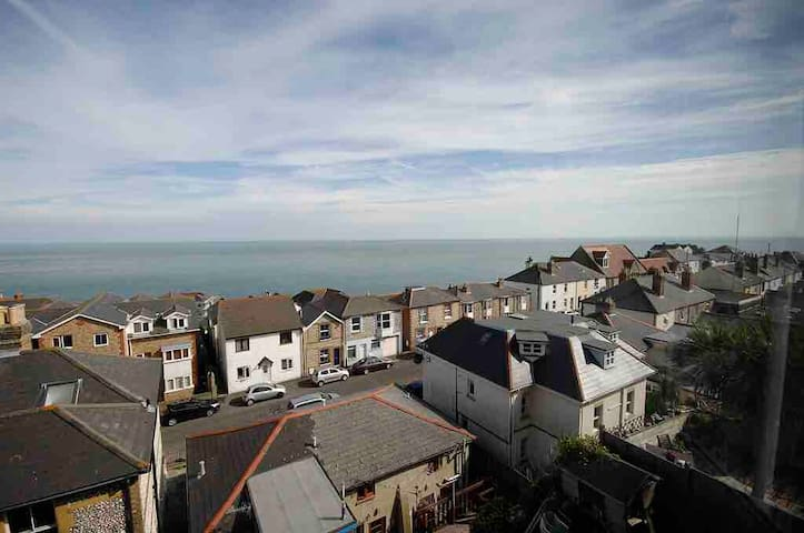 1 bedroom house stunning sea views, Ventnor.