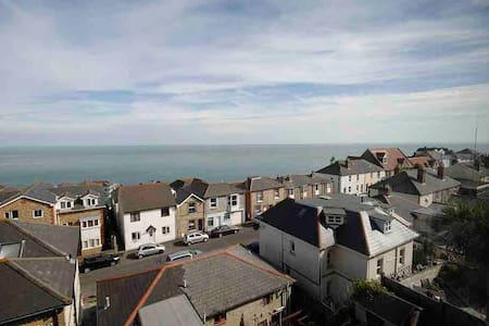 1 bedroom house stunning sea views, Ventnor.