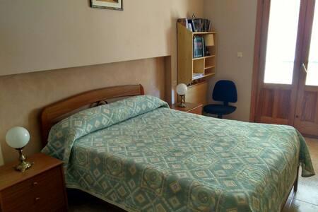 Habitación privada con baño en Pozo Alcón