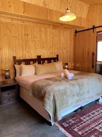 Hart Room (King Bed)