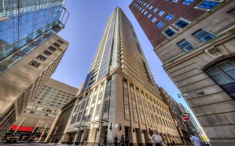 Elegant Apartment In The Heart of Toronto