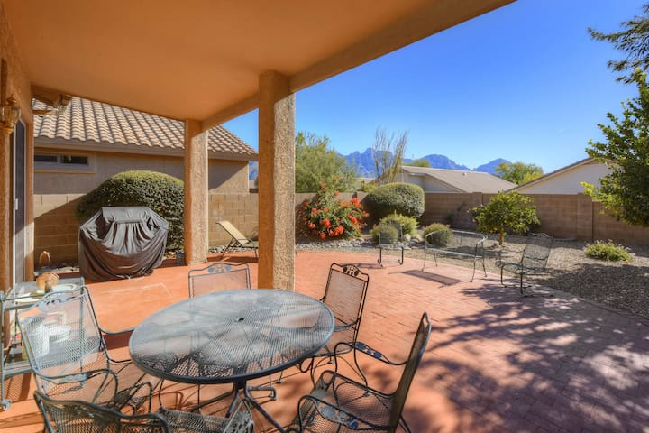 Dog-friendly home with patio and yard, near Catalina State Park!