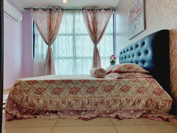 2 Bedroom & 4 bed apartment @ Vista Royal Homestay
