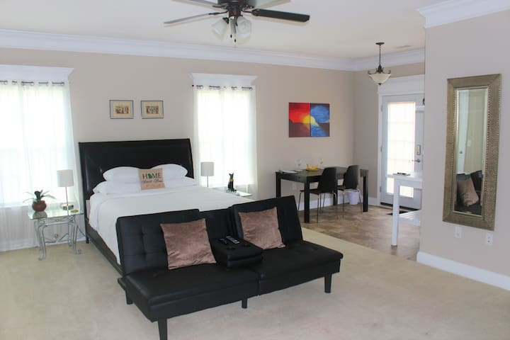Private & Spacious In-law Suite near Fort Stewart