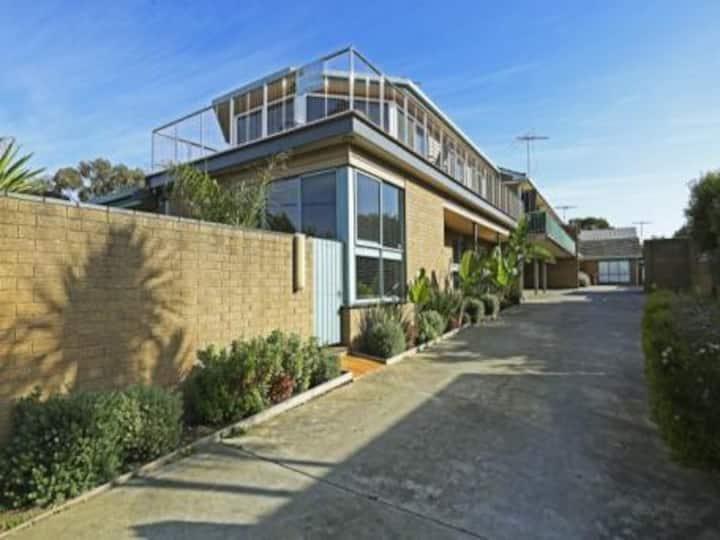 Anderson St Beach House(sleeps 12)