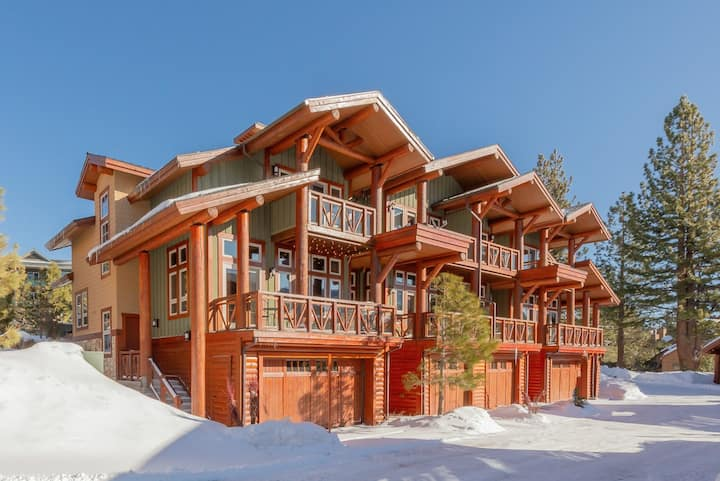 Deluxe townhome, steps from the chairlift, with private hot tub