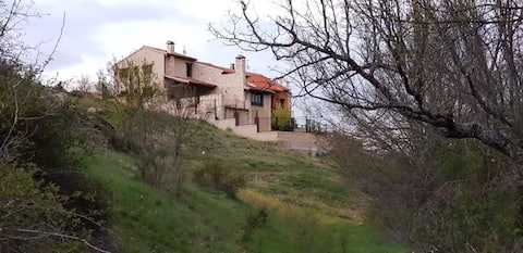 A pefect location between Pedraza and Navafria