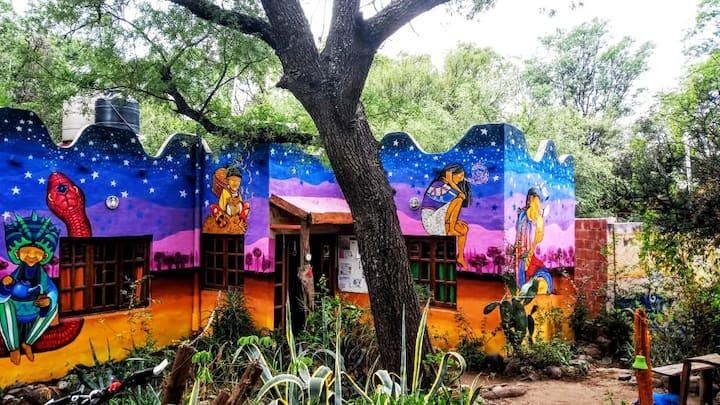 Hostel Giramundo, turismo, ecologia y arte.