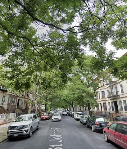 Peaceful Crown Heights 1BR for sublet