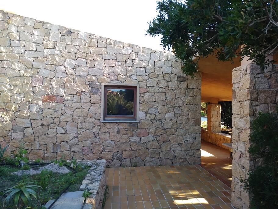 facciata laterale esterna di Sole 1 fronte piscina