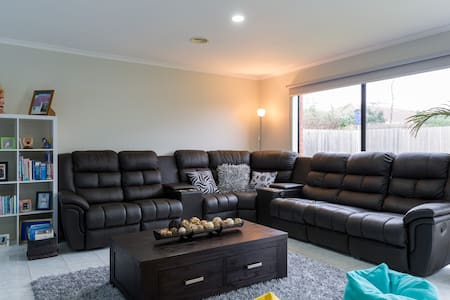 Clean and Comfy Room in Werribee - Werribee - House