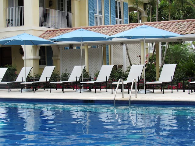 Plenty of poolside seating