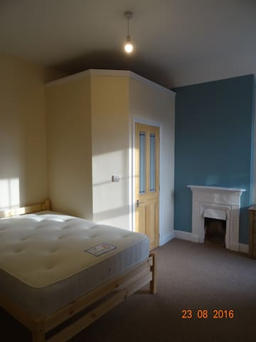 Double ensuite room located south of the city - Lincoln - Dom